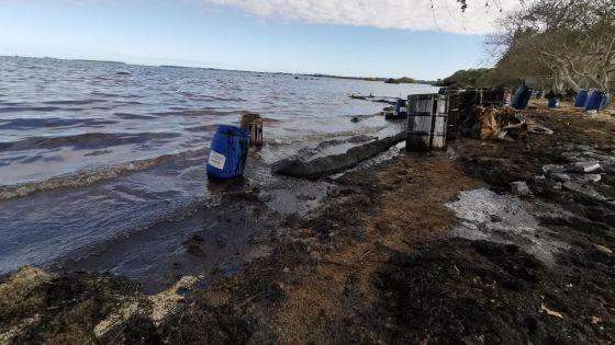 Marée noire : encore des traces de fioul à Vieux-Grand-Port