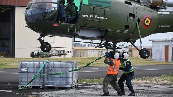 [En images] Pompage du fioul du Wakashio : la Police Helicopter Squadron à pied d'œuvre