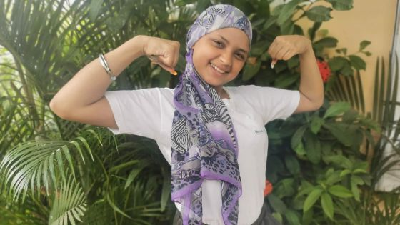 Aurélie, une jeune maman de 19 ans,vit avec une tumeur à la tête :«Lavi pa aret la…»