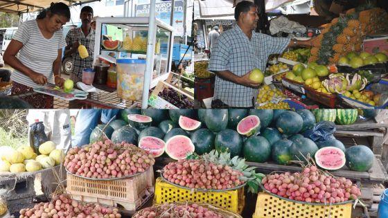 Letchis, mangues, ananas, melons d'eau...