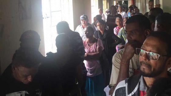 Retard à l'hôpital de Candos : une centaine de patients contraints d'attendre les services de la pharmacie