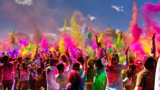 Un festival de couleurs pour Holi