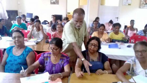 Alphabétisation des aînés : belle collaboration entre l'Université du 3e âge et DIS-MOI dans le Sud