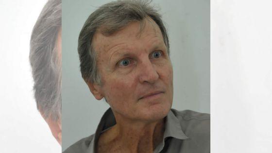 L'ex-politicien  De Senneville (70 ans) champion du monde à la perche