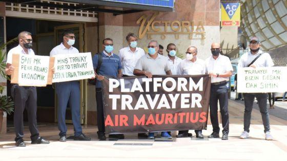 [En images] «Non-respect» de leurs droits : manif de la Platform Travayer Air Mauritius devant le ministère du Travail