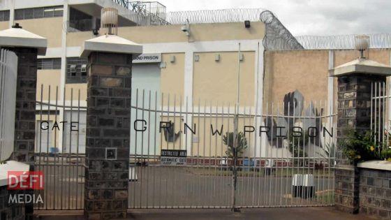 Prison de GRNW : des objets retrouvés dans la cour