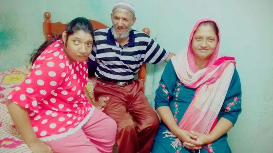 Ses parents lancent un appel à la solidarité : à 27 ans, Tanzeela se déplace toujours à quatre pattes