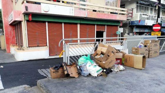 Dépôt d'ordures sur les trottoirs : des commerçants pointés du doigtà la rue Volcy Pougnet