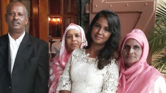 Nadiya Jaunbocus en compagnie de son père et de sa grand-mère (à dr.).