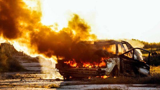 Une voiture ravagée par un incendie - Le propriétaire : «Mo loto ti kouma mo deziem madam»