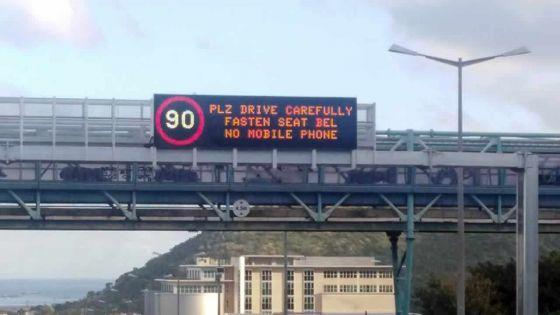 Transport : des panneaux lumineux surplombent l'autoroute