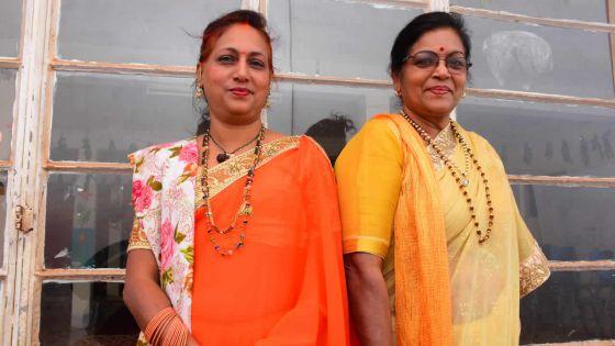 Elles font le tour des 'mandirs' : femmes et 'pandita' (prêtresses)