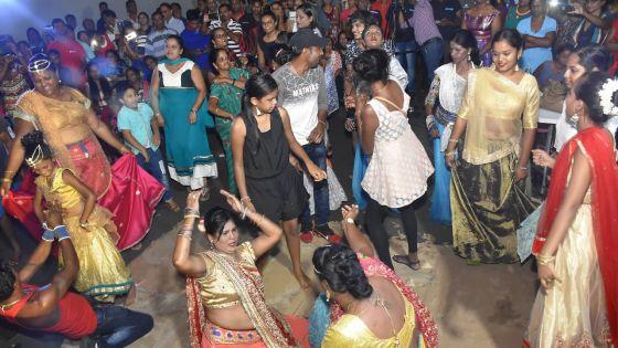 Finale Gamat dan vilaz à Triolet : Kavita Geet Gawai Bhojpuri Group et Bindya Hanadou les gagnants