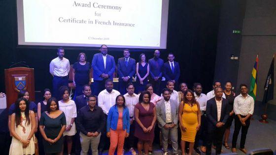 Cérémonie de remise des certificats à Ebène : l'UoM récompense le personnel d'Allianz en assurance française