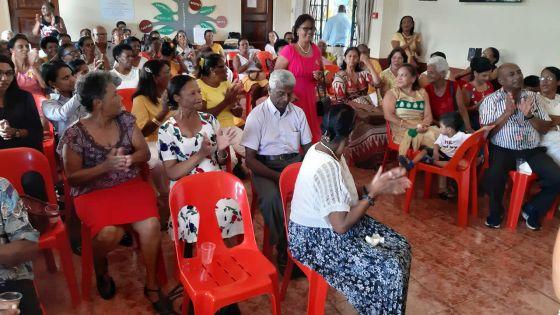 Fête de fin d'année - Seniors Citizens Association -À L'Escalier : la tête dansla fête chez les seniors