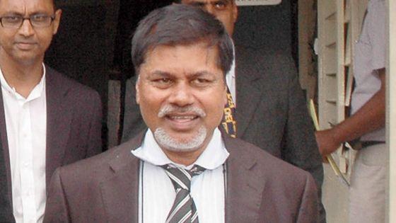 Plainte constitutionnelle : Dharmanand Dhooharika réclame Rs 3 millions à l'État