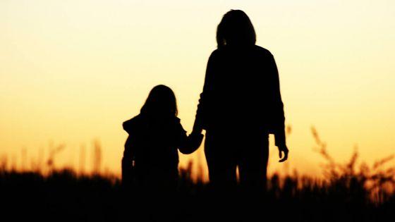 Privée de voir son fils depuis 3 ans : son ex-époux ne respecte pas l'ordre de la cour