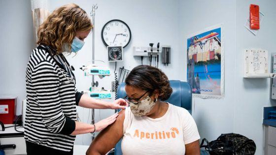 Vaccins contre la CoVID-19 : leur efficacité fait l'objetde débat