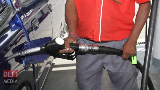 Baisse du prix des carburants : l'essence passe à Rs 47 et le diesel à Rs38