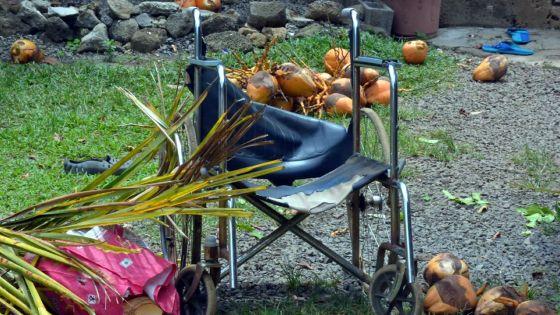 Un fauteuil roulant défectueux