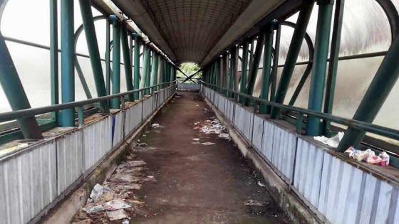 Sécurité déplorée : la passerelle de Coromandel boudée par les piétons