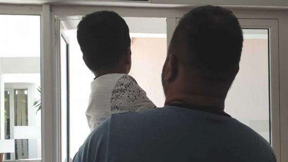Un écolier en Grade 1 agressé par un parent