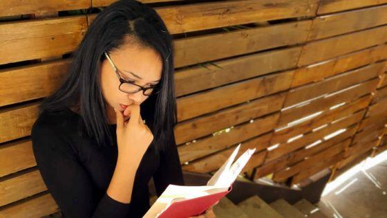 Touchée par la dépression elle sort son e-book «Battle room-freedom has a price» -Aurore Cheung, auteure : «On ne guérit pas vraiment de la dépression, on apprend à vivre avec»
