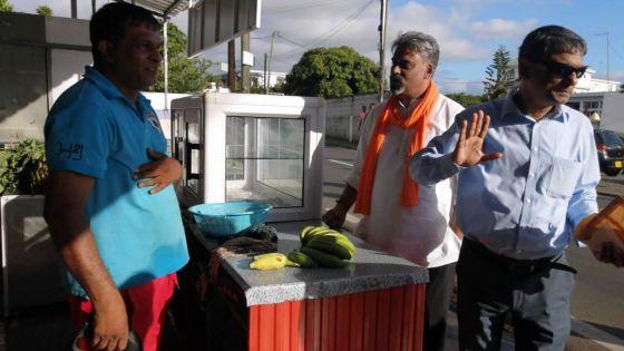 Porte-à-porte au No. 7 à Piton/Rivière-du-Rempart -Maneesh Gobin : «Les habitants recherchent une relation de proximité»