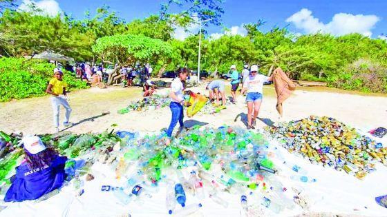 BlueLife Limited et Azuri Ocean & Golf Village : une Clean Walk pour moins de déchets