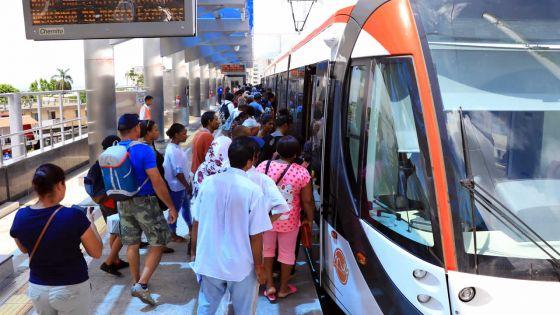 Presque un mois après le lancement du Metro Express : entre curiosité et embouteillages
