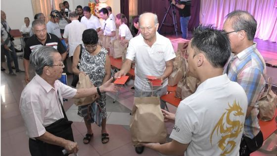 [En images] Port-Louis : distribution de «foong pow»