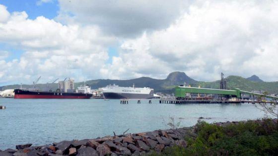 L'option d'une raffineriede pétrole et du LNGdans le port refait surface