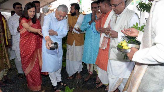 Ganga Talao :Pravind Jugnauth tout en prière et sans discours politique