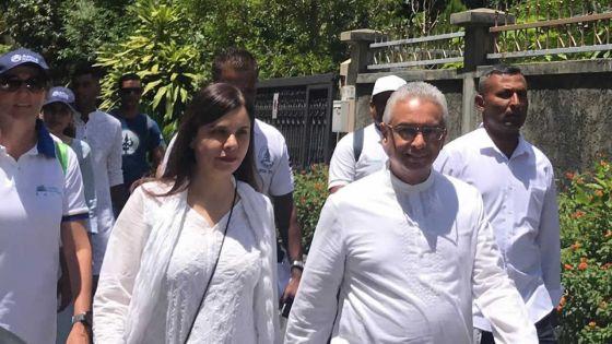 Mahashivratree : le Premier ministre et son épouse en marche vers le lac sacré