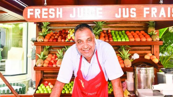 Rakesh Chundunsing nous désaltère avec ses jus de fruits frais