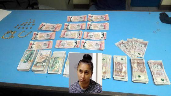 Soupçons de blanchiment d'argent :Rs 860 500 et des bijoux saisis