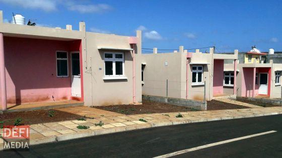 Frais pour le Building and Land Use Permit : tarif uniforme de Rs 10 le mètre carré pour les maisons NHDC
