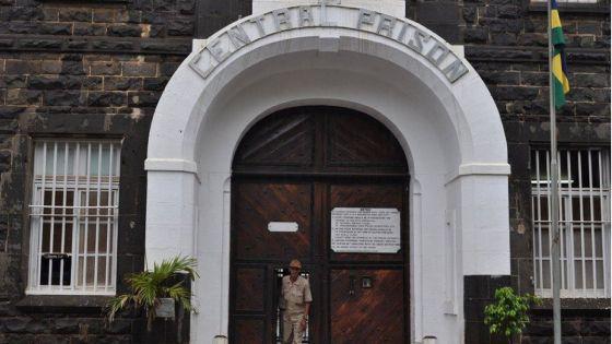Complot en prison pour commettre une escroquerie : un homme de 51 ans écope  d'une amende de Rs 75.000
