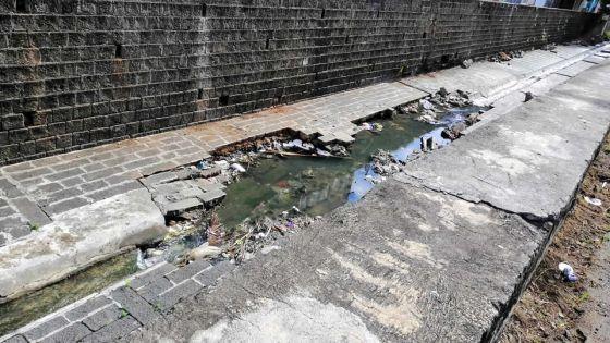 Ruisseau La Paix, Port-Louis : des pans de mur et du passé risquent de disparaître
