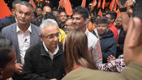 Pravind Jugnauth annonce un Grant de Rs 100 000 aux chauffeurs de taxi