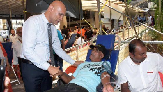 Mega blood donation :1650 pintes de sang collectées