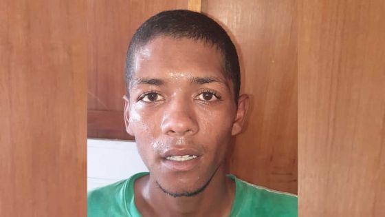 Recherché depuis un an : un fugitif agresse deux policiers avant d'être maîtrisé