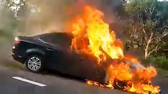 Pailles : une voiture ravagée par les flammes