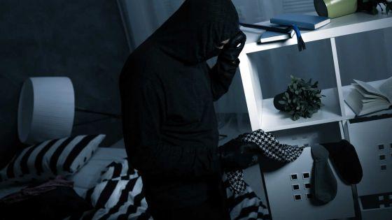 Le voleur à la victime : «Ou finn dir mwa al donn sa bann dimounn mizer»
