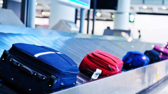 Bagages abîmés : le passager d'un avion réclame des dédommagements