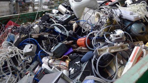 Déchets électroniques : l'introduction d'une écotaxe fait tiquer le gouvernement