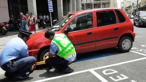 Stationnement sur des aires réservées aux handicapés : quatorze contraventions servies dans les rues de la capitale