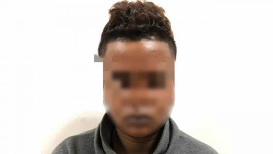 Vol de bijoux : Sarita D., le présumé cerveau, en cellule policière