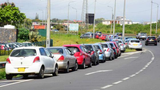 «Eye-sore» à Ébène : la Cybercité défiguréepar le parking sauvage
