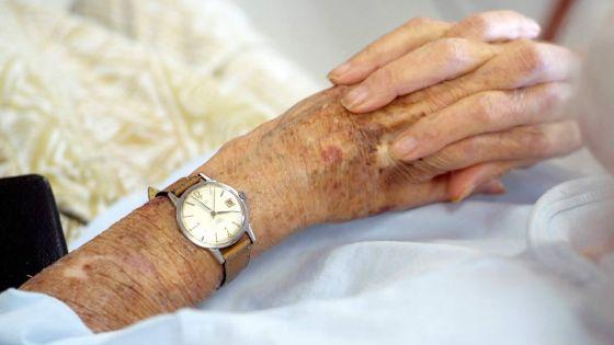 Ligotée avec un mouchoir : à98 ans, elle parvient à faire fuir une voleuse